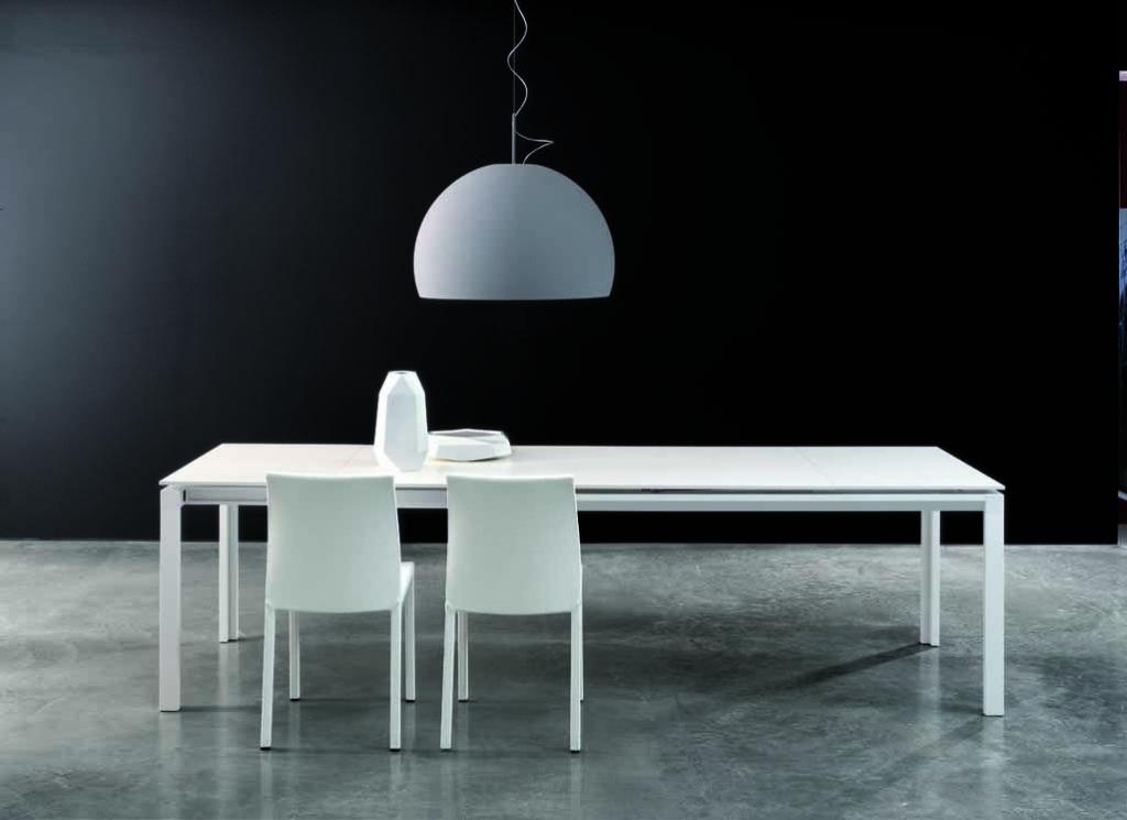 Étkezőasztalok / Chat