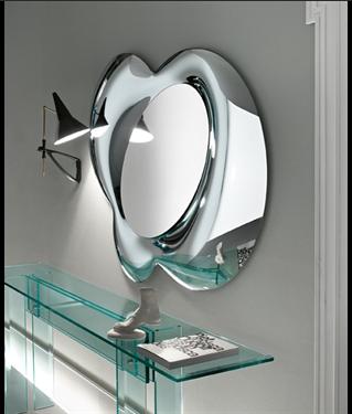 Tükrök / Lucy