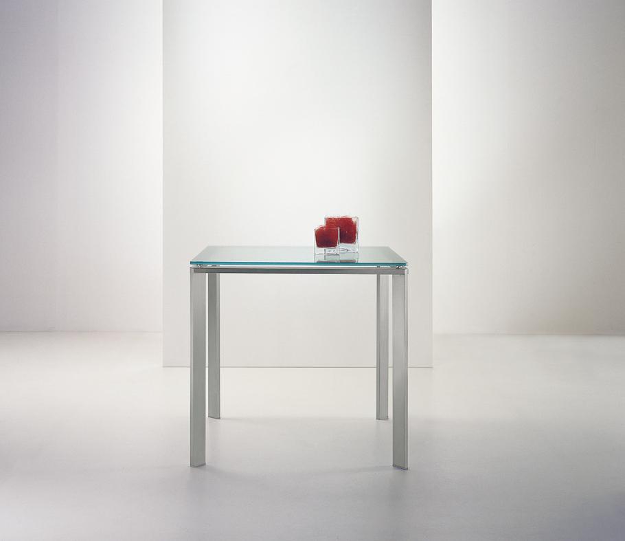 Étkezőasztalok / Logico