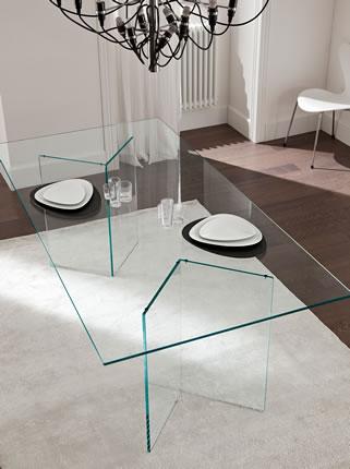 Étkezőasztalok / Bacco