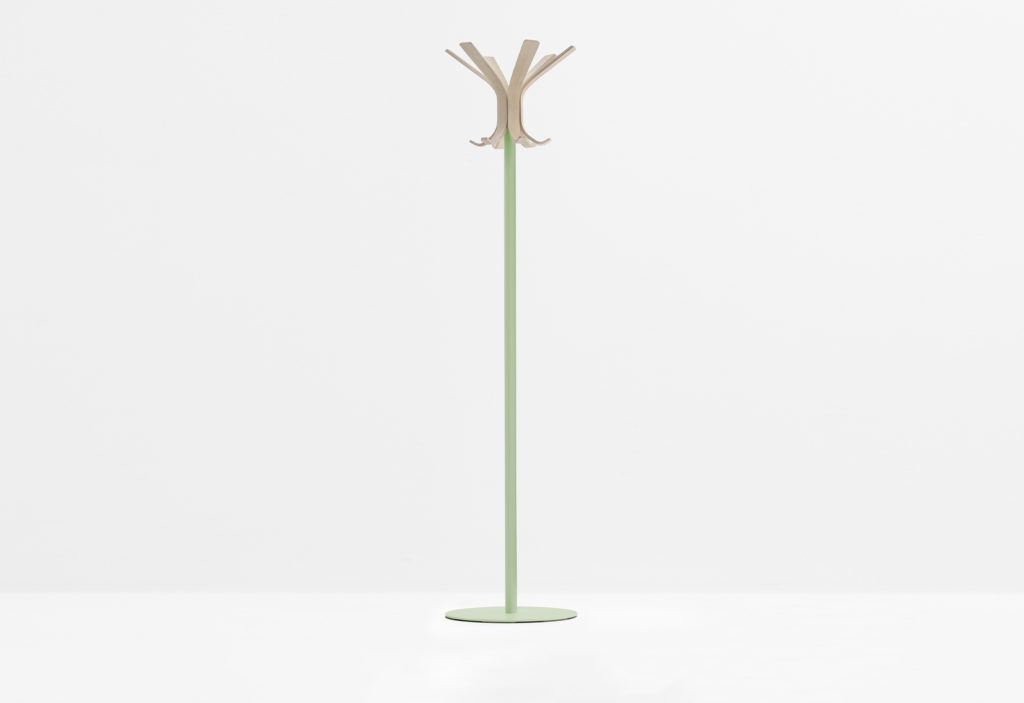 https://desidea.hu/wp-content/uploads/fly-images/142735/freestanding-coat-stand-RAY-5166-11-1024x0.jpg