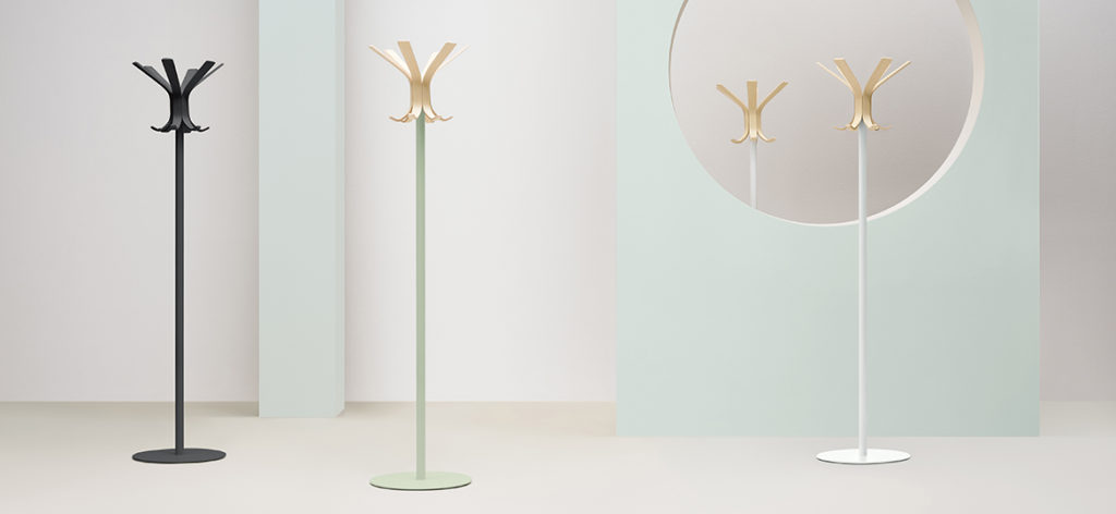 https://desidea.hu/wp-content/uploads/fly-images/142737/freestanding-coat-stand-RAY-5166-1024x0.jpg