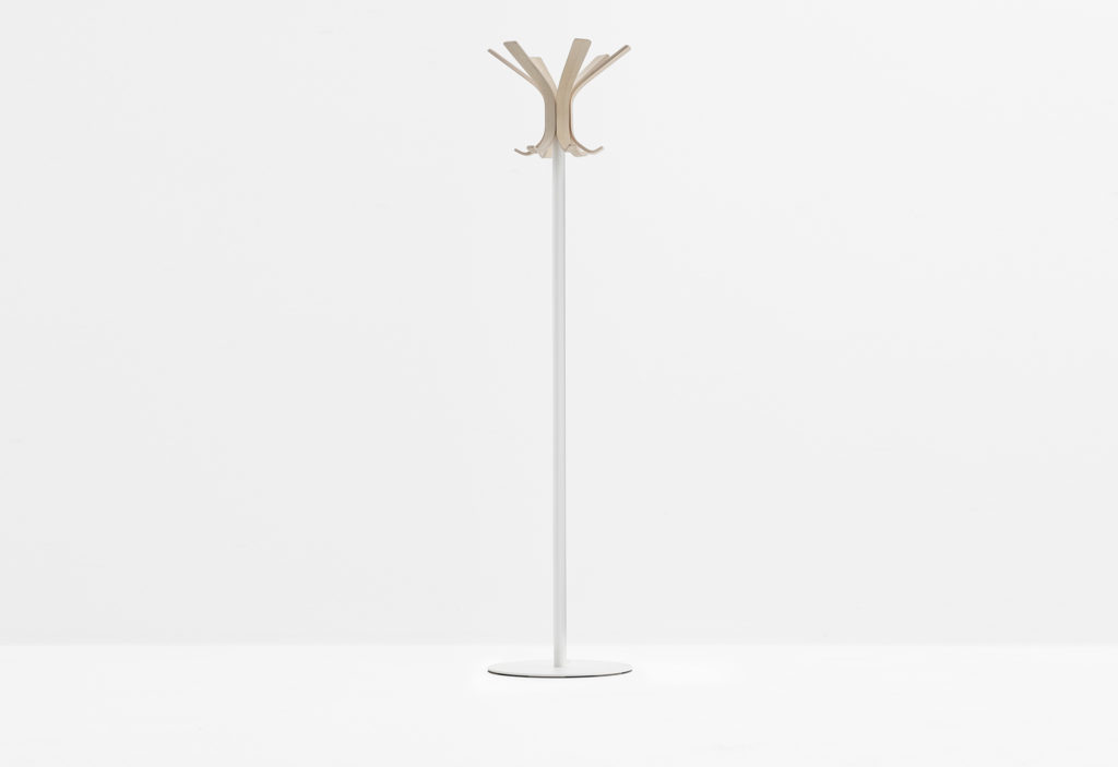 https://desidea.hu/wp-content/uploads/fly-images/142739/freestanding-coat-stand-RAY-5166-6-1024x0.jpg