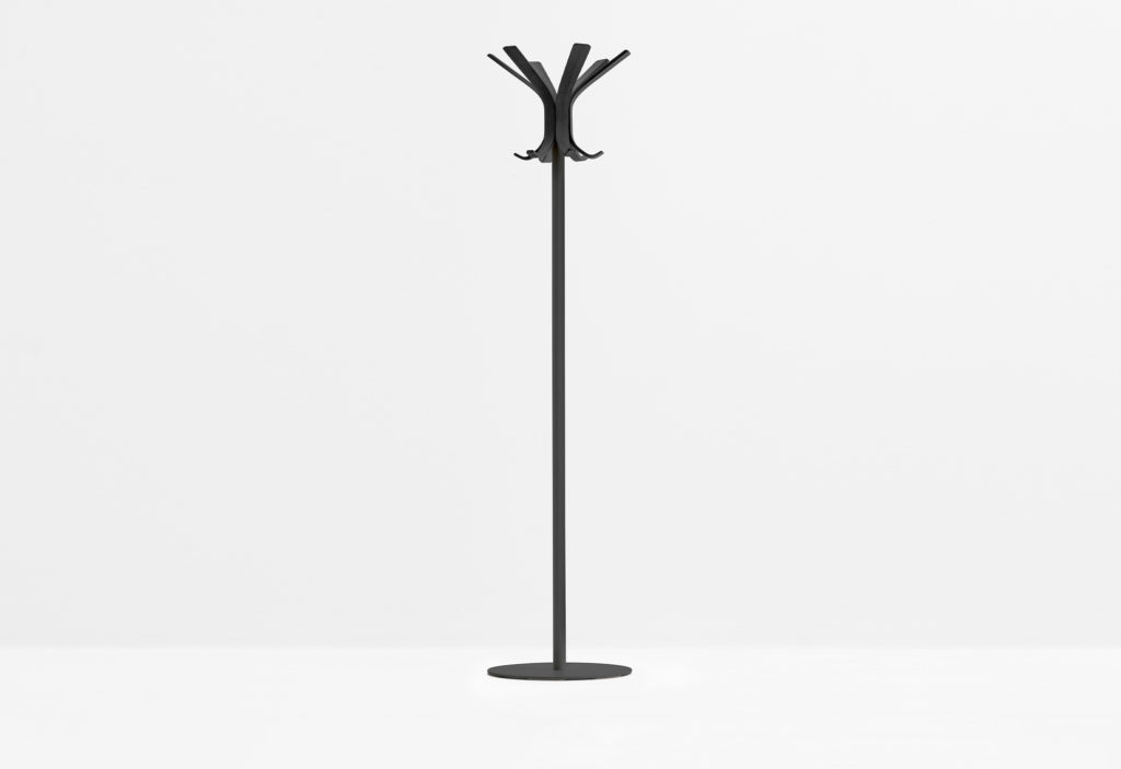 https://desidea.hu/wp-content/uploads/fly-images/142742/freestanding-coat-stand-RAY-5166-9-1024x0.jpg