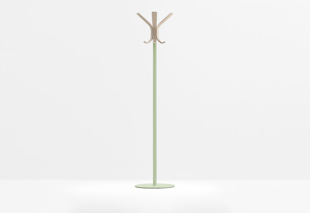 https://desidea.hu/wp-content/uploads/fly-images/142744/freestanding-coat-stand-RAY-5166-12-1024x0.jpg