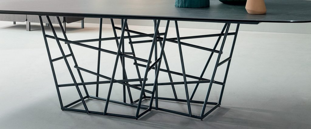 https://desidea.hu/wp-content/uploads/fly-images/151642/Tangle-étkezőasztal-1-1024x0.jpg
