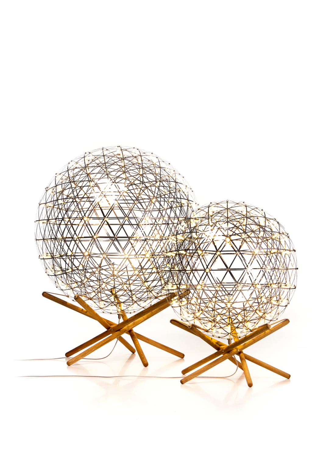 https://desidea.hu/wp-content/uploads/fly-images/160212/moooi-raimond-tensegrity-allolampa5-1024x0.png