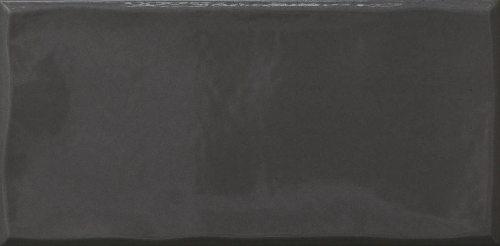 https://desidea.hu/wp-content/uploads/fly-images/162900/emilceramica-ergon-betonhatasu-gres-tr3nd-majolika-black-1024x0.jpg